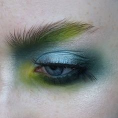 I love coloured eyebrows