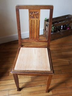 Tuto : Restauration de chaise! – Chez Zoé Chair Makeover, Furniture Makeover, Garden Furniture, Cool Furniture, Wedding Chairs, Home Staging, Floor Chair, Upholstery, Dining Chairs