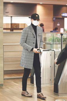 Kai - 160211 Airport - to Vancouver Korean Airport Fashion, Korean Fashion Men, Kpop Fashion, Mens Fashion, Fashion Outfits, Stylish Men, Men Casual, Moda Kpop, Kpop Mode