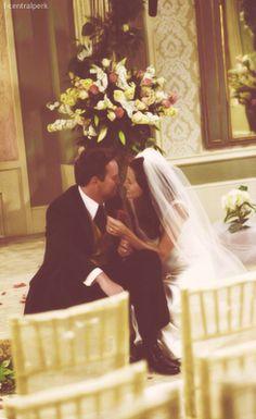 Monica Geller & Chandler Bing: o how I love Friends! Tv: Friends, Serie Friends, Friends Cast, Friends Moments, I Love My Friends, Friends Forever, Monica Friends, Chandler Friends, Chandler Bing