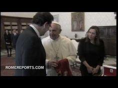 http://www.romereports.com/palio/mariano-rajoy-regala-camiseta-de-futbol-al-papa-francisco-le-daria-una-de-mi-equipo-spanish-9773.html#.UW02pbV7IVU Mariano Rajoy regala camiseta de fútbol al Papa. Francisco: Le daría una de mi equipo...