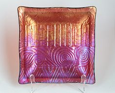 Love the play between color and texture. Carol Sontheimer of Fusin4Fun made this.