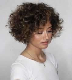 Voluminous Short Curly Bob Your short, naturally curly hair will look incredible with a poofy jaw-length bob. Part your thick, wide curls to the side or in Haircuts For Curly Hair, Curly Hair Cuts, Short Bob Hairstyles, Short Hair Cuts, Curly Hair Styles, Hairstyles Pictures, Updo Curly, 80s Hairstyles, Casual Hairstyles