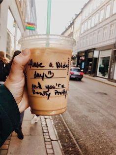 Health Benefits Of Coffee Comida Do Starbucks, Starbucks Drinks, Starbucks Coffee, Iced Coffee, Coffee Drinks, Coffee Tables, Coffee Cups, But First Coffee, Coffee Love