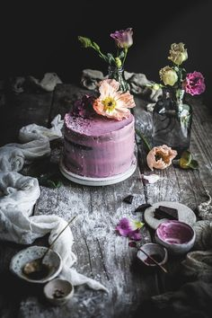 chocolate raspberry cake with beetroot frosting… Dark Food Photography, Cake Photography, Photography Workshops, Cake Recipes, Dessert Recipes, Fanta, Chocolate Raspberry Cake, B Food, Gastronomia