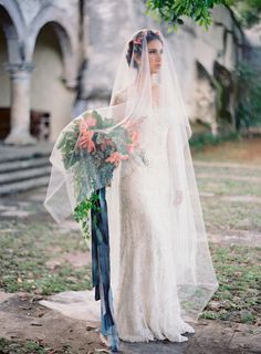 Inspiration comes in all shapes and sizes. Say, for instance, from a crazy gorgeous Mexico Workshop crafted byJose Villa, Lisa Vorce,Mindy Rice Floral Design, and beauty overload at the hands of Mar of TEAM Hair And Makeup. It's a beautiful
