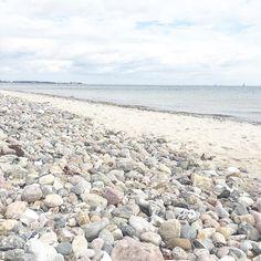 Wer wäre jetzt gern am Meer? Kleiner throwback nach Kiel - unfassbar wie man in Städten wohnen kann die 10 Minuten vom Strand entfernt sind  . . . . #luxundpoppy #blogger #blogger_de #germanblogger #blogging #LBlogger #LifestyleBlog #OnMyDesk #TheFlatLaySquad #StyleBloggers #FBlog #Femtrepreneur #SmallBizOwner #FindYourTribe #BlogBFFs #CreateExplorer #HonestFrames #PersuitOfPortraits #PhotographyIsMyPassion #WindowLight #CleanCaptures #LifestylePhotographer #BeVisuallyInspired…