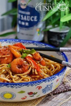 recette de nouilles sautées aux crevettes - Amour de cuisine Best Indian Recipes, Ethnic Recipes, Fruit Buffet, Meringue Desserts, Best Chocolate Cake, Chorizo, Macaroni And Cheese, Spaghetti, Healthy Lifestyle