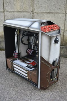 This custom computer is a diy on MasterCase Maker 5 from Cooler Master Diy Computer Case, Gaming Computer Desk, Computer Build, Gaming Desktops, Gaming Pc Build, Gaming Pcs, Gaming Setup, Pc Gamer, Assassins Creed Pc