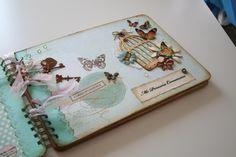 Álbum de comunión para fotos y firmas Mini Album Scrapbook, Mini Albums Scrap, Personalised Frames, Baby Album, Wedding Guest Book, Scrapbooks, Album Covers, Crafts, Handmade