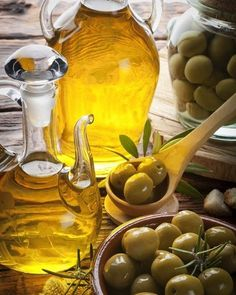 20 Amazing Olive Oil Benefits And Uses For Skin, Hair & Health - Page 3 of 3 - Geeky Amira Antipasto, Healthy Dinner Recipes, Healthy Snacks, Healthy Fats, Cooking Recipes, Olive Oil Benefits, Greek Olives, Cooking With Olive Oil, Cooking Oil
