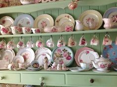 All Things Shabby and Beautiful I like this shade of green. Shabby Chic Kitchen, Vintage Shabby Chic, Shabby Chic Style, Shabby Chic Decor, Kitchen Country, Vintage Glamour, Vintage Dishes, Vintage China, Antique Dishes