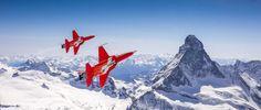 Salut les amis d'Altipresse, voici la toute dernière vidéo sortie de la timeline. Le best-of de la saison 2015 de la Patrouille Suisse avec des images inédites filmées en vol et en 4K dans les Alpes. Belle fin de semaine, Yannick https://vimeo.com/151462266