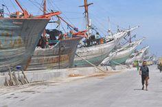 Makassar schooners Makassar Schooners in the Old Port, Sunda Kelapa, Jakarta, Indonesia Countries Around The World, Around The Worlds, Old Port, Makassar, South Island, Asia, Sailing Ships, New Zealand, Places Ive Been