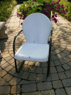 VINTAGE METAL SPRING LAWN CHAIR MID CENTRY MODERN PATIO ROUND SHELL BACK