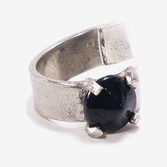 BORASCO || Artisan pewter adjustable ring, handmade in Canada by Anne-Marie Chagnon (2017) || Bague ajustable en étain, faite à la main à Montréal, par l'artiste bijoutière Anne-Marie Chagnon