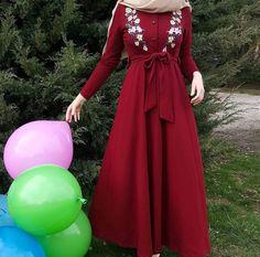 Pinterest || @adarkurdish Abaya Fashion, Modest Fashion, Fashion Dresses, Dress With Cardigan, Dress Up, Blouse Dress, Hijab Gown, Modele Hijab, Mode Abaya