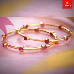 Putting it under the pillow is stated to soothe the mid, motivate sleep and resolve nightmares. Amethyst is likewise understood to improve mental strength and stability. Gold Bangles Design, Gold Jewellery Design, Designer Bangles, Silver Bangles, Schmuck Design, Wedding Jewelry, Wedding Hair, Wedding Dress, Bangle Bracelets