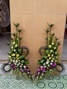 Selecting The Flower Arrangement For Church Weddings – Bridezilla Flowers Altar Flowers, Wedding Ceremony Flowers, Church Flowers, Funeral Flowers, Tropical Floral Arrangements, Large Flower Arrangements, Cemetery Flowers, Deco Floral, Ikebana