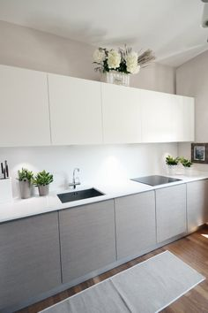 View full picture gallery of Villa - Colline Marchigiane Kitchen Cupboard Designs, Kitchen Room Design, Modern Kitchen Design, Home Decor Kitchen, Interior Design Kitchen, Home Kitchens, Modern Grey Kitchen, Light Grey Kitchens, Small Modern Kitchens