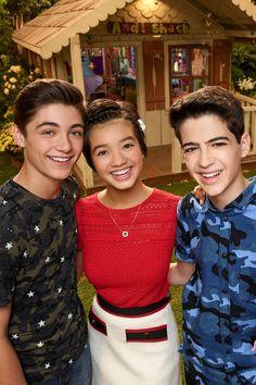 Disney Channel Shows, Disney Shows, Peyton Elizabeth Lee, Andi Mack Cast, Girl Meets World, Cute Disney Wallpaper, Disney Memes, Girls 4, Picture Video