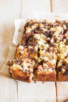rhubarb hazelnut cake