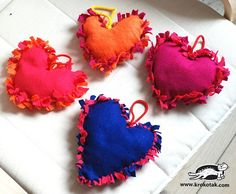 Heart pillow (no-sew)                                                                                                                                                                                 Mais