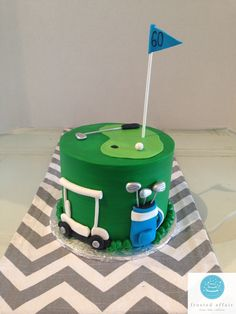 It's a hole in one! golf cake pops Cakes (This is an affiliate link) Continuously the product at the photo link. Golf Themed Cakes, Golf Birthday Cakes, Buttercream Cake, Fondant Cakes, Cupcake Cakes, Golf Cake Toppers, Golf Cookies, Retirement Cakes, Sport Cakes