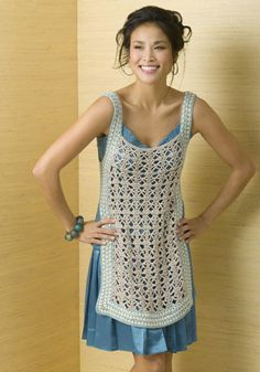 A crochet tunic with a free pattern: http://www.naturallycaron.com/projects/athena/athena_1.html ༺✿ƬⱤღ  https://www.pinterest.com/teretegui/✿༻