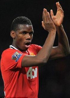 Paul pogba vertrok naar Manchester united, hier speelde hij zijn eerste wedstrijd hij kwam er in voor  Ryan Giggs