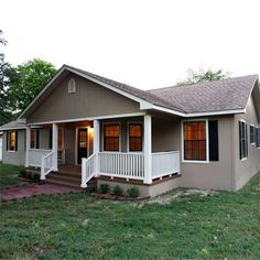 Awesome porch makes this doublewide look like a ranch house :) – Home Renovation Mobile Home Renovations, Mobile Home Makeovers, Remodeling Mobile Homes, Home Remodeling, Bathroom Remodeling, Double Wide Remodel, Double Wide Home, Single Wide, Double Wide Trailer