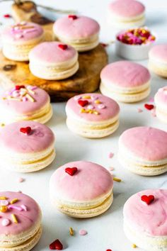 Raspberry White Chocolate Macarons #macarons #raspberry #whitechocolate #macaron #frenchmacaron #swissmethod #jam #raspberryjam #whitechocolateganache #ganache #valentinesday #romantic #pink