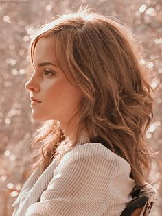 Emma watson Hermonie Granger, Harry Potter Hermione, Famous Girls, Beauty And The Beast, Hogwarts, Beautiful Women, Actors, Long Hair Styles, 2017 Wallpaper