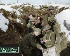 British troops get some grub on the front lines. World War One, First World, Colorized History, Battle Of The Somme, Vintage Pictures, Original Image, Picture Show, Warfare, Troops
