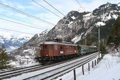 Ae 6/8 205 der BLS (Bern - Lötschberg - Simplon - Bahn) zwischen Kandersteg und Blausee-Mitholz, Schweiz
