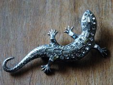 Vintage Lizard brooch with clasp silver tones and sparkles