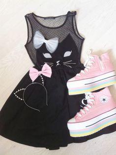 Beautifull dress, kawaii shoes and adorable head band. I love tis set.
