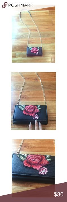 ROSE WALLET CLUTCH 🌹 Worn only one night. Selling because not going to use it. Excellent condition. Brand new. Wallet on chain. Great for a night out. ✨NOT GUCCI: used for exposure✨ Gucci Bags