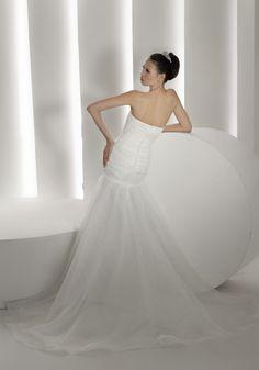 Court Train Strapless Organza Sheath/Column Wedding Dress