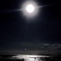 E que a beleza sempre nos surpreenda...⭐⭐⭐#clickdebethvalentim #world #prata #sol #lua#mar #mágico#mundo #world #bueno #argentina #italia#europa#peace #poraí #vista #dream #amorio #riodejaneiro #riopstcard #boanoite ⬜️⬜️⬜️⬛️⬛️⬛️⚪️⚪️⚫️◾️◾️◾️◽️◽️◽️✨✨