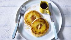 Flip your morning upside down with 's quick and easy pineapple pancakes. Search for Upside down pineapple pancakes on… Upside Down Pancake Recipe, Pancake Recipe Bbc, Nadiya Hussain Recipes, Pineapple Pancakes, Tasty Pancakes, Instant Recipes, Pineapple Upside Down, Time To Eat, Fruit And Veg