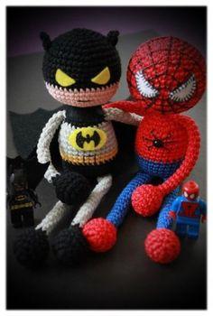 Spiderman oder Batman häckeln.....auf der Seite gibt es die kostenlose Anleitung