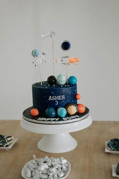 Inspiration for Parties + Weddings - Two the Moon party Themes, Ideas, Images Rocket Birthday Parties, 2nd Birthday Party Themes, Birthday Party Decorations, Cake Birthday, Birthday Kids, Astronaut Party, Outer Space Party, Moon Party, Party Cakes