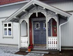 Le Riad, Norwegian House, Scandinavian Cottage, Home Porch, Energy Efficient Homes, Exterior Doors, Outdoor Projects, Outdoor Rooms, Architecture Details