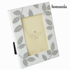 Ak chcete vášmu domovu dodať kúsok originality, môžete tak urobiť s bielym kovovým fotorámčekom by Homania.