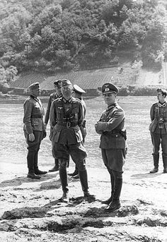 Generalmajor Erwin Rommel (Commander of the 7-th Armored Division), and Oberst I.g.. Julius von BERNUTH, (he was the first general staff officer and Goldman, leadership, 7-th armoured Division). On the BANKS of the MOSELLE RIVER, summer in 1940 year.