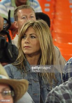 Actors Jennifer Aniston and Owen Wilson on location during the filming of ''Marley & Me'' on May 2008 in Miami, Florida. Get premium, high resolution news photos at Getty Images Jeniffer Aniston, Jennifer Aniston Hair, Jennifer Aniston Pictures, Nancy Dow, John Aniston, Marley And Me, Mac, Owen Wilson, Actor John