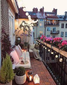 35 DIY Small Apartment Balcony Garden Ideas # Balcony Garden - b a l c o n y - Balkon Apartment Balcony Garden, Small Balcony Garden, Small Balcony Decor, Apartment Balcony Decorating, Cozy Apartment, Apartment Balconies, Small Patio, Terrace Decor, Small Terrace
