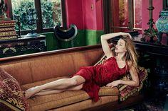 Amber Heard in red dress, sofa wallpaper Amber Heard Images, Amber Heard Feet, Beautiful Legs, Beautiful Outfits, Celebrity Wallpapers, Jason Momoa, Aquaman, Beautiful Celebrities, Female Celebrities
