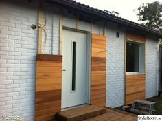 Wood paneling exterior cedar siding Super Ideas The Effective Pictures We Offer You About ranch exterior A quality picture can tell you many things. Ranch Exterior, Exterior Siding, Exterior Remodel, Exterior Wood Shutters, Exterior Paint, Design Exterior, Exterior House Colors, Modern Exterior, Reforma Exterior